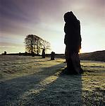 Great Britain, England, Wiltshire, Avebury: a Neolithic henge monument containing three stone circles at winter sunrise | Grossbritannien, England, Wiltshire, Avebury: Der Steinkreis von Avebury aus der Jungsteinzeit bei winterlichem Sonnenaufgang