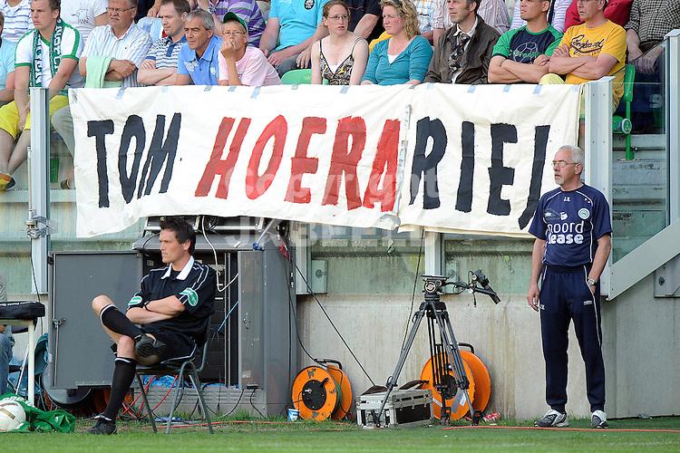 voetbal fc groningen nec play off eredivisie seizoen 2007-2008 11-05-2008  spandoek voor hiariej.. fotograaf Jan Kanning..