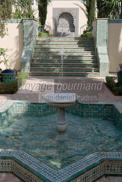 Afrique/Afrique du Nord/Maroc/Fèz: Hotel Palais Jamai détail des jardins andalous fontaine