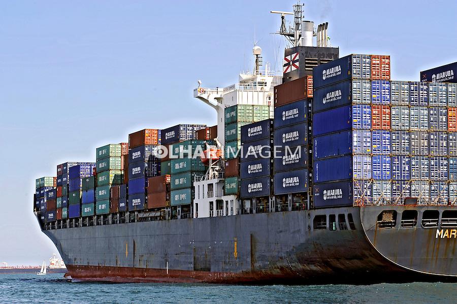 Transporte marítimo de containers. Rio de Janeiro. 2010. Foto de Ricardo Azoury.