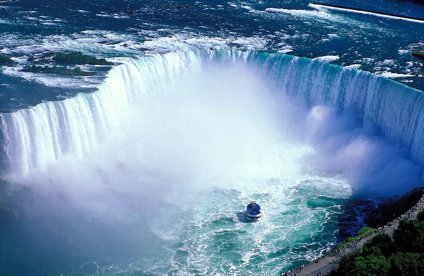 Canada, Ontario, Niagara Falls. Maid of the Mist approaching the Canadian Falls (Horseshoe Falls)
