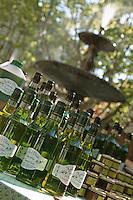 Europe/France/Languedoc-Roussillon/30/Gard/Uzès: Etal huile d'olive sur le marché place aux Herbes - AOC Huile d'olive de Nîmes