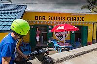 France, île de la Réunion, côte ouest, Trois Bassins: La Souris Chaude, bar de bord de route  // France, Ile de la Reunion (French overseas department), West coast,  Trois Bassins, la Souris Chaude ( Warm Mouse) , bar roadside