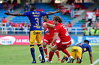 CALI - COLOMBIA, 16- 02-2019: Fernando Aristeguieta de América de Cali, disputa el balón con Jesús Moreno de Deportivo Independiente Medellín, durante partido entre América de Cali y Deportivo Independiente Medellín, de la fecha 5 por la Liga Águila I 2019 jugado en el estadio Pascual Guerrero de la ciudad de Cali. / Fernando Aristeguieta of America de Cali de Cali, vies for the ball with Jesus Moreno of Deportivo Independiente Medellin, during a match between America de Cali and Deportivo Independiente Medellin, of the 5th date for the Liga Águila I 2019 at the Pascual Guerrero stadium in Cali city. Photo: VizzorImage / Nelson Ríos / Cont.