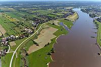 Deichvorland Altengamme: EUROPA, DEUTSCHLAND, HAMBURG 09.07.2011: Deichvorland der Elbe mit Priel
