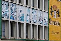 France, Bretagne, (29), Finistère, Douarnenez: Fresque murale en 12 tableaux  représentant l'aventure de la sardine , depuis l'instant de pêche jusqu'à sa mise en boite, par Charles Kerivel, pour la Conserverie Chancerelle - Boulevard Richepin
