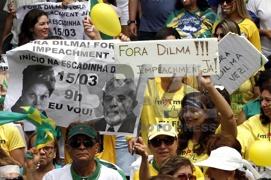 BELEM, PA, 15.03.2015 - PROTESTO - BELEM - Manifestantes realizam caminhada de protesto para pedir o impeachment da presidente Dilma Rousseff (PT) na manhã deste domingo,15, (Foto: Lucivaldo Sena / Brazil Photo Press)
