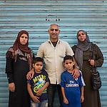 13 septiembre 2015. Nador. Marruecos.<br /> Adnan Al Khuder, su mujer Fatima y sus tres hijos (Rachiel, Jamal y Yehya) esperan en Nador (Marruecos) la oportunidad de cruzar el paso fronterizo y llegar a Melilla. Salieron de Siria hace dos años por culpa de la guerra. El padre trabajaba como comerciante. Les gustaría llegar a Alemania. La ONG Save the Children exige al Gobierno español que tome un papel activo en la crisis de refugiados y facilite el acceso de estas familias a través de la expedición de visados humanitarios en el consulado español de Nador. Save the Children ha comprobado además cómo muchas de estas familias se han visto forzadas a separarse porque, en el momento del cierre de la frontera, unos miembros se han quedado en un lado o en el otro. Para poder cruzar el control, las mafias se aprovechan de la desesperación de los sirios y les ofrecen pasaportes marroquíes al precio de 1.000 euros. Diversas familias han explicado a Save the Children cómo están endeudadas y han tenido que elegir quién pasa primero de sus miembros a Melilla, dejando a otros en Nador.  © Save the Children Handout/PEDRO ARMESTRE - No ventas -No Archivos - Uso editorial solamente - Uso libre solamente para 14 días después de liberación. Foto proporcionada por SAVE THE CHILDREN, uso solamente para ilustrar noticias o comentarios sobre los hechos o eventos representados en esta imagen.<br /> Save the Children Handout/ PEDRO ARMESTRE - No sales - No Archives - Editorial Use Only - Free use only for 14 days after release. Photo provided by SAVE THE CHILDREN, distributed handout photo to be used only to illustrate news reporting or commentary on the facts or events depicted in this image.