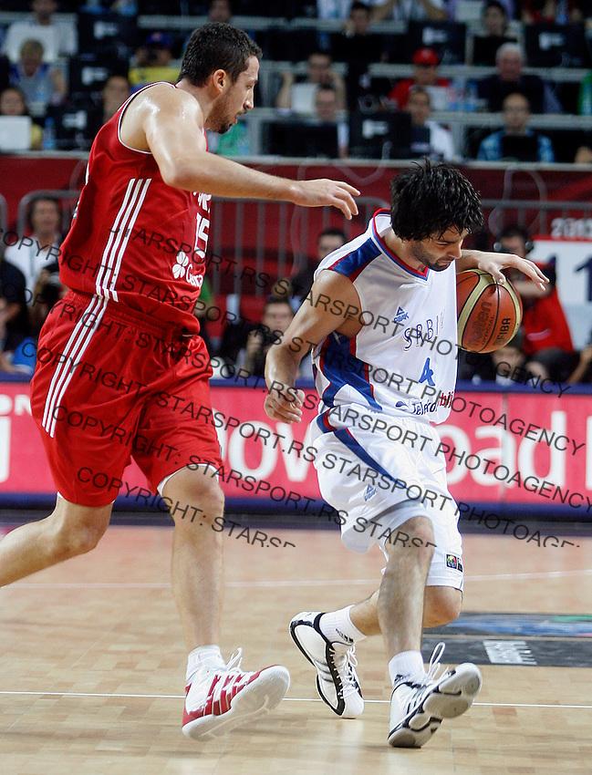Milos TEODOSIC (Serbia)  passes Hidayet TURKOGLU (Turkey) during the semi-final World championship basketball match against Turkey in Istanbul, Serbia-Turkey, Turkey on Saturday, Sep. 11, 2010. (Novak Djurovic/Starsportphoto.com) .