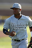 Staten Island Yankees Angelo Gumbs #21 during a game against the Batavia Muckdogs at Dwyer Stadium on July 29, 2011 in Batavia, New York.  Staten Island defeated Batavia 10-7.  (Mike Janes/Four Seam Images)