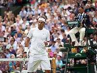 20-06-11, Tennis, England, Wimbledon, Rafael Nadal  pomt zich op in zijn openingspartij tegen Michael Russel