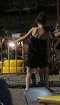 EXCLUSIVO_PAPARAZZI_El Actor Diego Luna y Camila Sodi pasaron una tarde con sus dos hijos  Jerónimo y Fiona durante un domingo de descanso luego de semanas de calor en Sonora Mexico durante la filmación de la película que dirige Diego en Sonora acerca del luchador social Cesar Chavez. La Pareja ya no luce como enamorados en su visita a un centro recreativo de carritos de carreras y otros juegos..Observe la esplada huesuda de Camila luce un cuerpo delgado....*Hermosillo*Sonora*.*24*Junio*2012*..(***Photo:©*Tirador*Primero*/NortePhoto.com***)