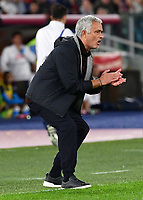 Calcio, Serie A: AS Roma vs SSC Napoli, Olympic stadium, October 24, 2021.<br /> Roma's coach José Mourinho speaks to his players during the Italian Serie A football match between Roma and Napoli at Rome's Olympic stadium, on , October 24, 2021. <br /> UPDATE IMAGES PRESS/Isabella Bonotto