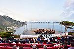 Sul Belvedere di Villa Rufolo, <br /> Orchestra Giovanile Luigi Cherubini<br /> Direttore e pianista Jean Efflam Bavouzet<br /> <br /> Musiche di Cimarosa, Mozart