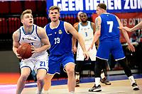 27-02-2021: Basketbal: Donar Groningen v Den Helder Suns: Groningen Donar speler Henry Caruso met Den Helder speler Boyd van der Vuurst de Vries