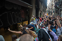 Students and activists protest, block roads and close open shops and business in support of the Catalan general strike. 3-10-17