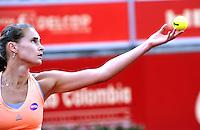 BOGOTA - COLOMBIA - 13-04-2016: Alexandra Panova de Rusia, sirve a Edina Svitolina de Ucrania, durante partido por el Claro Colsanitas WTA, que se realiza en el Club El Rancho de Bogota. / Alexandra Panova from Russia, serves to Lara Edina Svitolina from Ukraine, during a match for the WTA Claro Colsanitas, which takes place at Club El Rancho de Bogota. Photo: VizzorImage / Luis Ramirez / Staff.