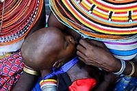KENYA, Marsabit, Samburu village Merille, mother with child / KENIA, Marsabit, Samburu Dorf Merille, Mutter mit Kind