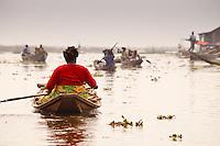 villaggio lacustre di Ganvie in Benin, abiato dall'etnia Tofinou ( popolo dell'acqua) dove si sono rifugiati scappando ai Fon, che li schiavizzavano. I fon avevano come proibizione l'acqua
