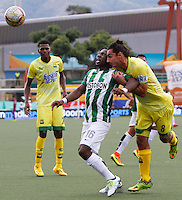 BUCARAMANGA-COLOMBIA-10-09-2016. Carlos A. Giraldo (Der) jugador del Atlético Bucaramanga disputa el balón con Cristian Dajome (Izq) jugador de Atlético Nacional durante partido por la fecha 11 de la Liga Águila II 2016 jugado en el estadio Alfonso López de la ciudad de Bucaramanga./ Carlos A. Giraldo (R) player of Atletico Bucaramanga struggles the ball with Cristian Dajome (L) player of Atletico Nacional during match for the date 11 of the Aguila League II 2016 played at Alfonso Lopez stadium in Bucaramanga cityy. Photo: VizzorImage / Duncan Bustamante / Cont