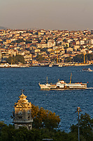 Europe/Turquie/Istanbul :  Tour d'horloge du palais de Dolmabahçe et la rive orientale du  Bosphore // Europe / Turkey / Istanbul: Clock tower of Dolmabahçe Palace and the eastern bank of the Bosphorus