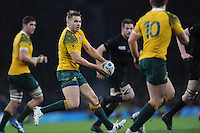 Drew Mitchell of Australia passes during the Rugby World Cup Final between New Zealand and Australia - 31/10/2015 - Twickenham Stadium, London<br /> Mandatory Credit: Rob Munro/Stewart Communications