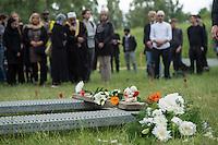 """Das """"Zentrum fuer Politische Das """"Zentrum fuer Politische Schoenheit"""" liess am Dienstag den 16. Juni 2015 auf dem Muslimischen Teil des Friedhof in Berlin-Gatow eine Fluechtlingsfrau aus Syrien beerdigen, die mit ihrem Kind bei der Flucht ueber das Mittelmeer ertrunken ist. Ihr Kind konnte nicht geborgen werden, es ist im Mittelmeer verschollen.<br /> Die Frau wurde zuvor im Beisein von Angehoerigen in Suedeuropa exhumiert und durch ein Beerdigungsunternehmen nach Deutschland gebracht. Die Beerdigung fand unter dem Motto """"Die Toten kommen"""" statt und war die erste von insgesammt 10 geplanten Beerdigungen.<br /> Vor dem Grab waren 40 Stuehle fuer eingeladene Beerdigungs-Gaeste aufgestellt die jedoch leer blieben. Es waren die politisch Verantwortlichen der deutschen Asylpolitik geladen worden, die jedoch nicht erschienen.<br /> Das Zentrum fuer Politische Schoenheit will 8 weitere Mittelmeer-Tote nach Berlin bringen und sie vor das Kanzleramt bringen um den politisch Verantwortlichen die Folgen ihrer Asylpolitik drastisch vor Augen zu fuehren.<br /> 16.6.2015, Berlin<br /> Copyright: Christian-Ditsch.de<br /> [Inhaltsveraendernde Manipulation des Fotos nur nach ausdruecklicher Genehmigung des Fotografen. Vereinbarungen ueber Abtretung von Persoenlichkeitsrechten/Model Release der abgebildeten Person/Personen liegen nicht vor. NO MODEL RELEASE! Nur fuer Redaktionelle Zwecke. Don't publish without copyright Christian-Ditsch.de, Veroeffentlichung nur mit Fotografennennung, sowie gegen Honorar, MwSt. und Beleg. Konto: I N G - D i B a, IBAN DE58500105175400192269, BIC INGDDEFFXXX, Kontakt: post@christian-ditsch.de<br /> Bei der Bearbeitung der Dateiinformationen darf die Urheberkennzeichnung in den EXIF- und  IPTC-Daten nicht entfernt werden, diese sind in digitalen Medien nach §95c UrhG rechtlich geschuetzt. Der Urhebervermerk wird gemaess §13 UrhG verlangt.]"""