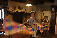 Europe/Europe/France/Midi-Pyrénées/46/Lot/Bach:  Auberge Lou Bourdié, Monique Valette dresse sa salle [Non destiné à un usage publicitaire - Not intended for an advertising use]