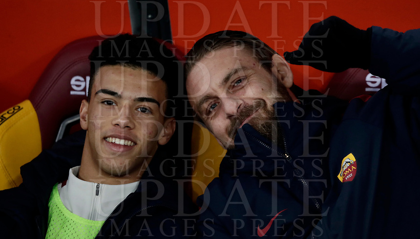 Calcio, Serie A: AS Roma - Benevento, Roma, stadio Olimpico, 11 gennaio 2018.<br /> Roma's Daniele De Rossi (r) and Devid Bouah (l) smile as they wait for the start of the Italian Serie A football match between AS Roma and Benevento at Rome's Olympic stadium, February 11, 2018.<br /> UPDATE IMAGES PRESS/Isabella Bonotto