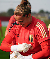 20200911 - TUBIZE , Belgium : Goalkeeper Justien Odeurs puts on her gloves during a training session of the Belgian Women's National Team, Red Flames , on the 11th of September 2020 in Tubize. PHOTO SEVIL OKTEM   SPORTPIX.BE