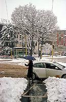 Gennaio 2009, nevicata su Milano. Disagi alla circolazione in Largo Cairoli --- January 2009, snowfall in Milan. Traffic disruption in Cairoli place