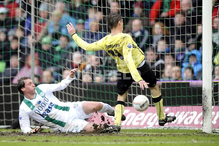voetbal fc groningen - feyenoord eredivisie seizoen 2009-2010 28-02-2010 jon dahl tomasson scoort 0-2 mike zonneveld is te laat