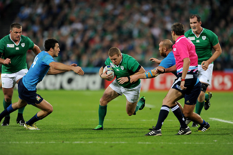 Sean Cronin of Ireland looks for space between Leonardo Sarto and Davide Giazzon of Italy during Match 28 of the Rugby World Cup 2015 between Ireland and Italy - 04/10/2015 - Queen Elizabeth Olympic Park, London<br /> Mandatory Credit: Rob Munro/Stewart Communications