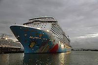 Norwegian Breakaway im Hafen von San Juan am Abend
