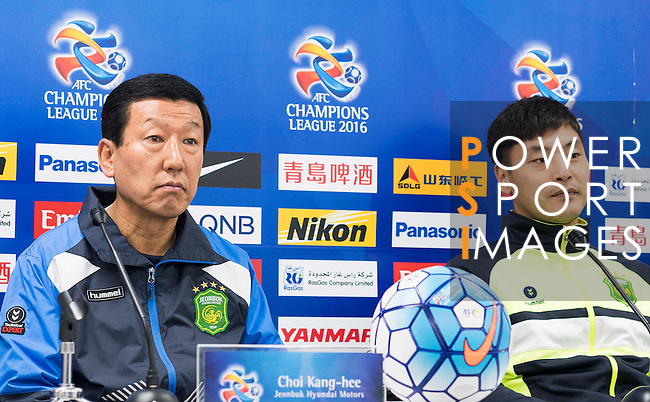 Jeonbuk Hyundai Motors manager Choi Kang-hee and goalkeeper Kwoun Sun-tae attend a press conference ahead the 2016 AFC Champions League Final 1st Leg match between Jeonbuk Hyundai Motors (KOR) and Al Ain (UAE) at Jeonju World Cup Stadium on 18 November 2016, in Jeonju, South Korea. Photo by Victor Fraile / Power Sport Images