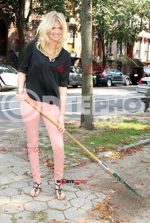 August 23, 2012 Kate Upton attenda the Zoo York and Stocked Mentoring Clean Up at Fort Greene Park in Brooklyn, New York. © RW/MediaPunch Inc. /NortePhoto.com<br /> <br /> **SOLO*VENTA*EN*MEXICO**<br />  **CREDITO*OBLIGATORIO** *No*Venta*A*Terceros*<br /> *No*Sale*So*third* ***No*Se*Permite*Hacer Archivo***No*Sale*So*third*