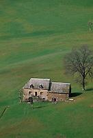 Europe/France/Auvergne/12/Aveyron/Env. d'Espalion: Maison rouergate dans la vallée du Lot
