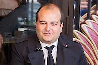 DAVID RACHLINE - DEPOT DE GERBE DEVANT LA STATUE DE JEANNE D'ARC PLACE SAINT-AUGUSTIN A PARIS