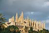 Almudaina Palace and Cathedral Santa María de Palma de Mallorca (1229-1346)<br /> <br /> Palacio de Almudaina y Catedral de Santa María de Palma de Mallorca (La Seu, cat.: Sa Seo) (1229-1346)<br /> <br /> Almudaina-Palast und Kathedrale Santa María de Palma de Mallorca (1229-1346)<br /> <br /> 1840 x 1232 px<br /> 150 dpi: 31,16 x 20,86 cm<br /> 300 dpi: 15,58 x 10,43 cm<br /> Original: 35 mm