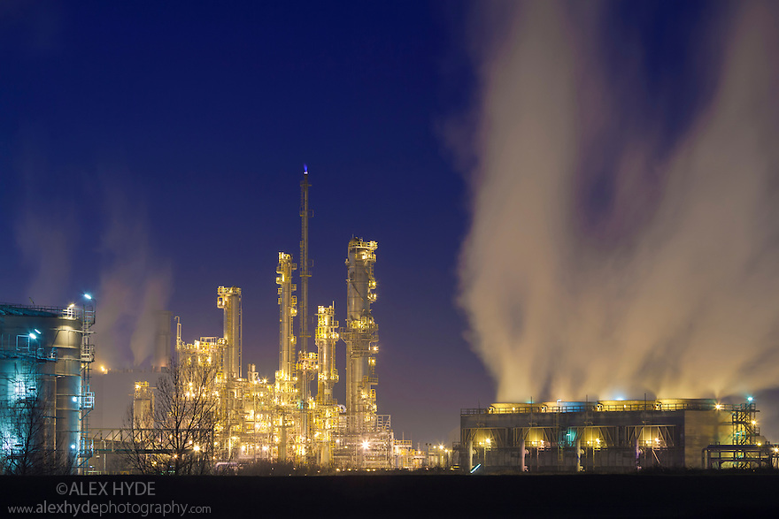 Saltend Chemical Plant at night, Kingston upon Hull, East Yorkshire, England, UK.