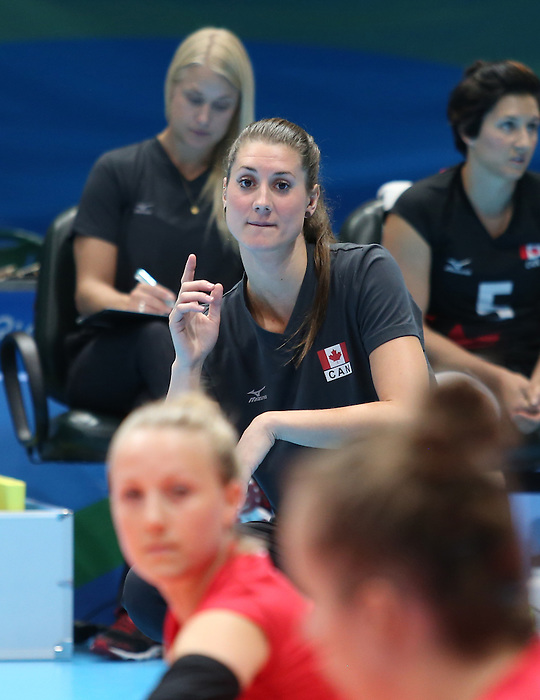 Nicole Ban, Rio 2016 - Sitting Volleyball // Volleyball assis.<br /> Canada competes against Rwanda in the Women's Sitting Volleyball Preliminary // Le Canada affronte le Rwanda dans le tournoi préliminaire de volleyball assis féminin. 15/09/2016.
