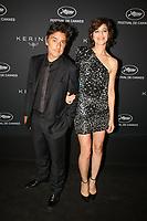Yvan Attal (L) et Charlotte Gainsbourg en photocall avant la soiréee Kering Women In Motion Awards lors du soixante-dixième (70ème) Festival du Film à Cannes, Place de la Castre, Cannes, Sud de la France, dimanche 21 mai 2017. Philippe FARJON / VISUAL Press Agency