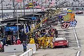 #20: Erik Jones, Joe Gibbs Racing, Toyota Toyota Camry pit stop