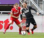 Nederland, Enschede, 26 april  2015<br /> Eredivisie<br /> Seizoen 2014-2015<br /> FC Twente-AZ<br /> Luc Castaignos van FC Twente en Nemanja Gudelj van AZ strijden om de bal