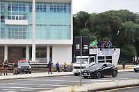 CURITIBA, PR, 01.05.2021 Dia do Trabalhador-  Carreatas e manifestações de sindicatos no dia trabalhador sairam dos terminais santa candida e do pinheirinho onde se  encontraram com grupos a favor do presidente Bolsonaro no centro civico  ( alguns xingamentos de ambos os lados, mas sem maiores problemas ) ,nesse sabado(01) em Curitiba.