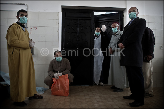 © Remi OCHLIK/IP3 -   Benghazi  March 20, 2011 - .Libyan men morn the dead in the morgue of the Benghazi hospital - At least 84 people, most of them are civilians , and had been killed in the Ghadafi air strike the day before.
