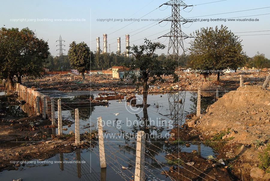 INDIA, New Delhi, demolished Slum Naglamachi, peoples were resettled  in far suburb / INDIEN  Neu Delhi , zerstoerter Slum Naglamachi, Bewohner wurden an den Stadtrand zwangs umgesiedelt