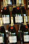 MUS, Mauritius, Poste de Flacq, Belle Mare Plage Resort: Champagnerflaschen, Moét & Chandon | MUS, Mauritius, Poste de Flacq, Belle Mare Plage Resort: bottles of Champagne, Moét & Chandon
