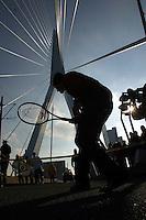 Sluiter op Erasmusbrug een potje tennis ivm promotie ABNAMRO WTT