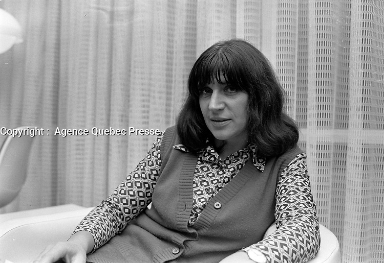 La Chanteuse francaise Anne Sylvestre en visite au Quebec<br /> , 5 octobre 1971<br /> <br /> Photo d'archive : Agence Quebec Presse  -  Photo Moderne